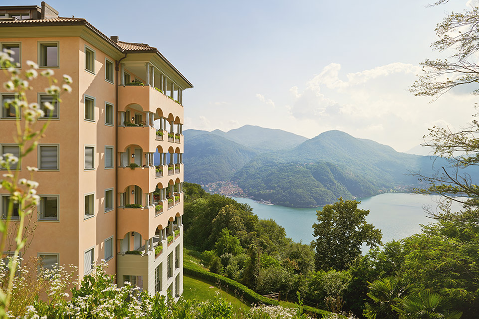 Apartment with stunning lake view Resort Collina d'Oro